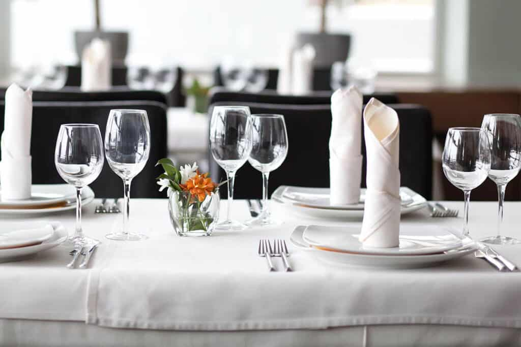 Mbulesa tavoline per restorante